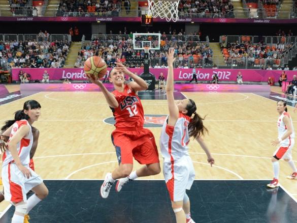Diana Taurasi con la selección de Estados Unidos. Foto: Jesse D. Garrabrant/NBAE via Getty Images