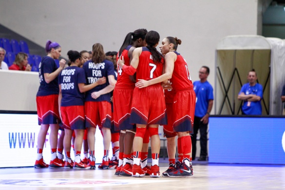 Estados Unidos contra Australia. Foto: Catherine Steenkeste/NBAE via Getty Images)