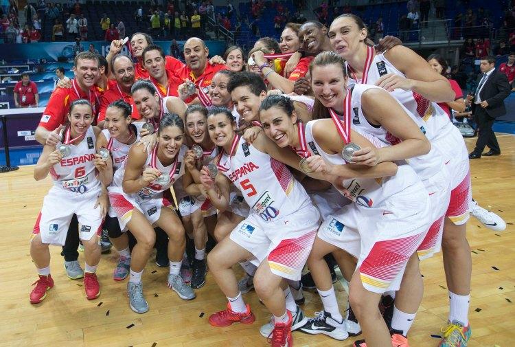 La selección femenina celebra la medalla de plata del Mundial de Turquía