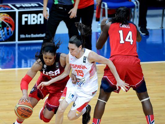 Maya Moore en el Mundial de Turquía frente a Anna Cruz.