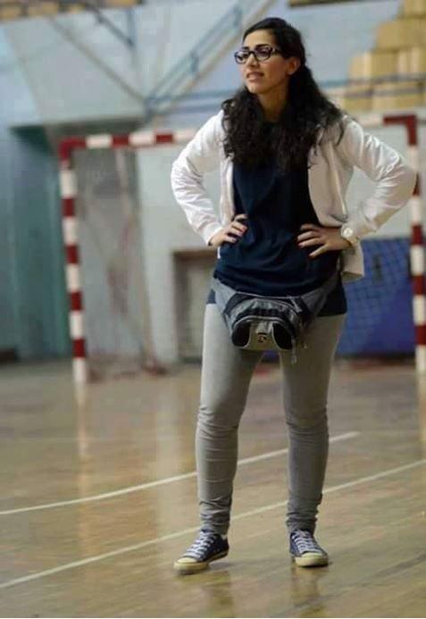 Nour Aslou dirigiendo a su equipo