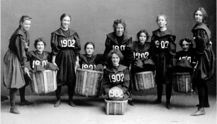 Equipo de baloncesto formado por la clase de 1902 de Smith College