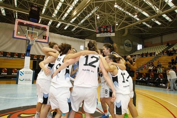Plenilunio Distrito Olímpico celebrando el ascenso a Liga Femenina.