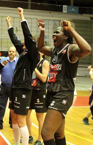 Vanessa Gidden celebrando una victoria.