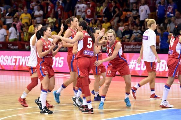 Serbia celebrando la victoria frente a Eslovaquia