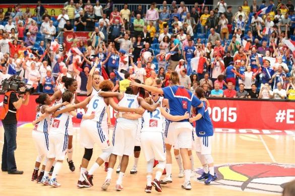 Francia celebrando el pase a la final. Eurobasket de Hungría y Rumanía