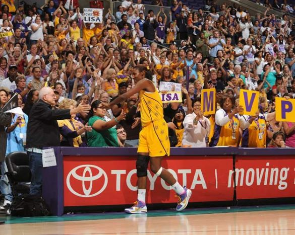 Lisa Leslie en su último partido en la WNBA