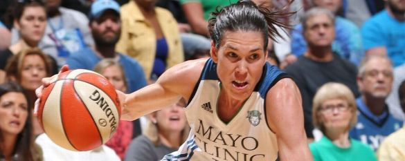 Anna Cruz jugando con Minnesota Lynx.