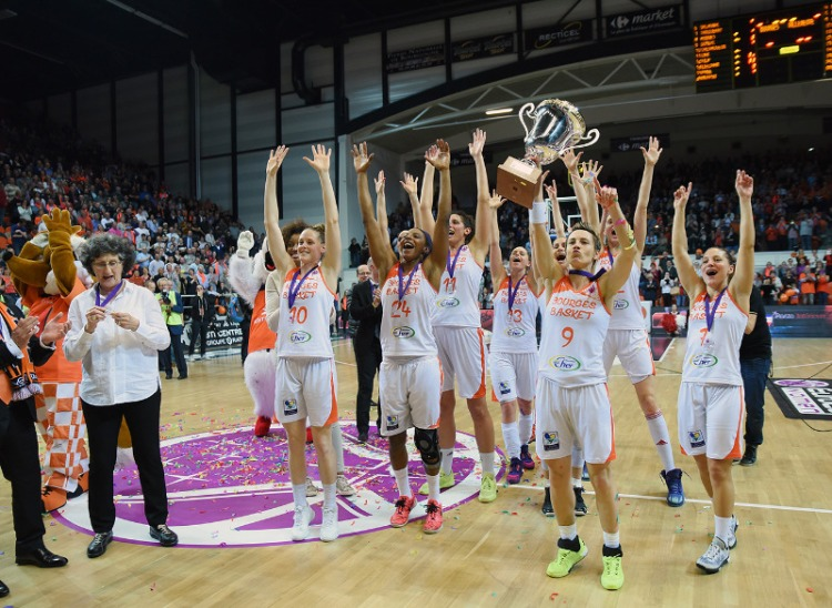 Tango Bourges Basket celebrando el título de campeón de Eurocup.