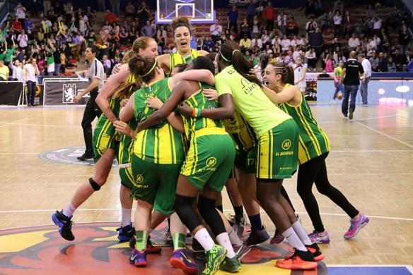 CB Al-Qázeres celebrando el ascenso a Liga Femenina