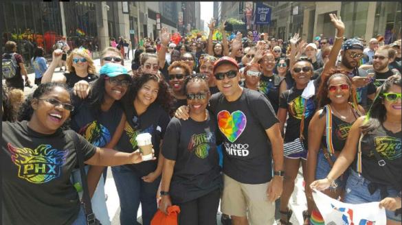 La WNBA y la NBA participando en el Orgullo de Nueva York