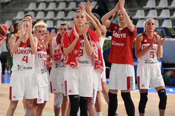 Preolímpico Femenino. Turquía celebra el pase a los cuartos de final