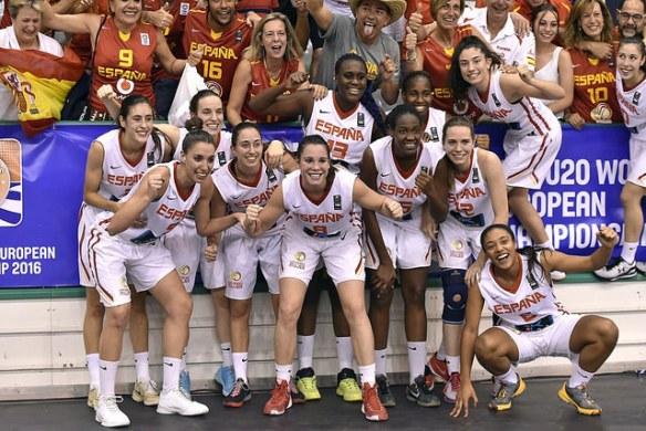 La Selección U20 Femenina celebrando el oro en el Europeo