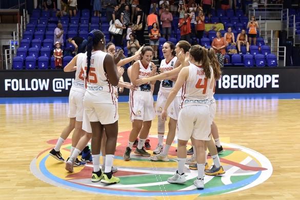 La Selección U18 Femenina celebrando el pase a la final en el Europeo de Hungría