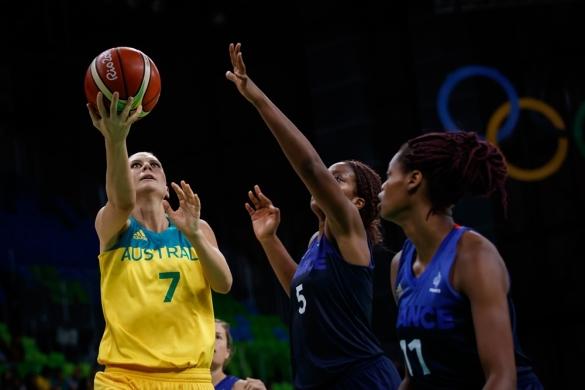 Penny Taylor, mejor jugadora del partido entre Australia y Francia