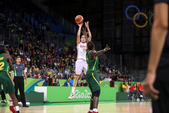 España vence cómodamente a Senegal