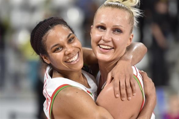 Lindsey Harding (izquierda) y Yelena Leuchanka (derecha), dos de los referentes de Bielorrusia