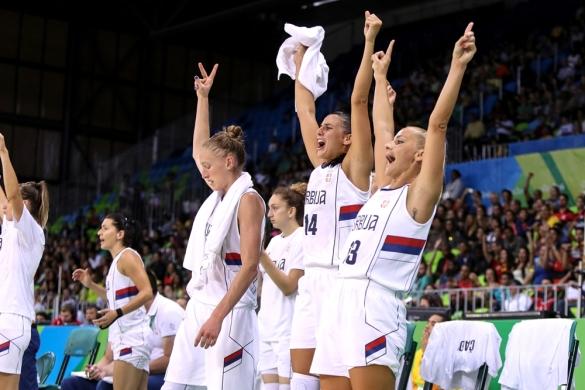 Serbia celebra su primera victoria en Río 2016 ante China