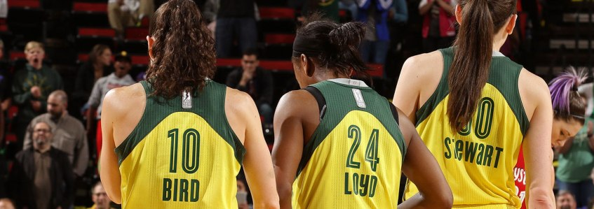 Sue Bird, Jewell Lloyd y Breanna Stewart de Seattle Storm.