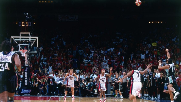 "Teresa Weatherspoon en el momento de anotar el ""The Shot"""