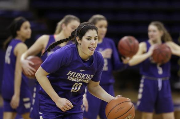 Kelsey Plum de la Universidad de Washington anota 145 tiros libres consecutivos
