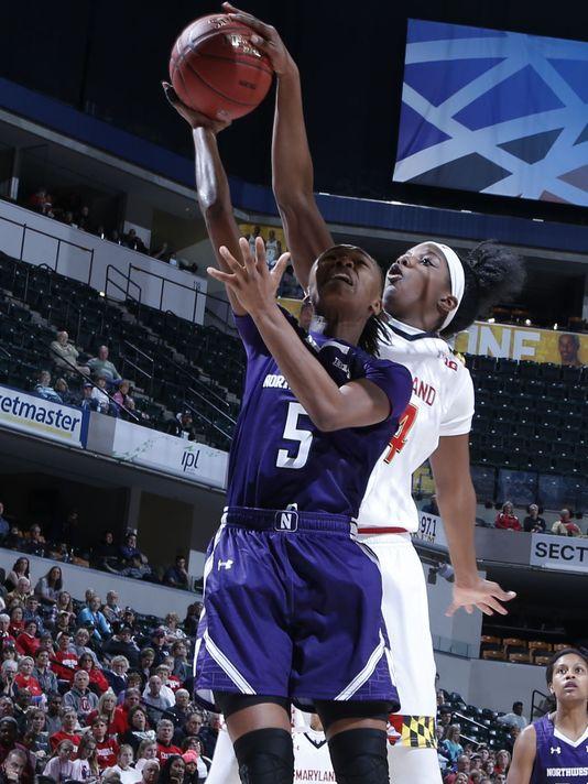 Jordan Hankins con el número 5 vistiendo la camiseta de la universidad de Northwestern