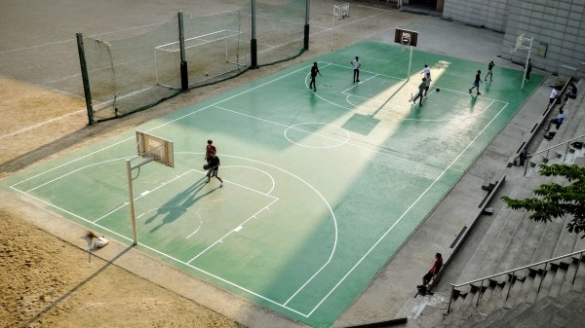 person-nets-basketball-net