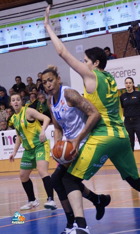 Liga Femenina. Jornada 22: CB Al-Qázeres Extremadura contra Perfumerías Avenida
