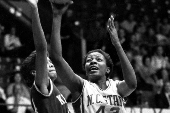 Linda Page, consiguió anotar 100 puntos en un partido de baloncesto
