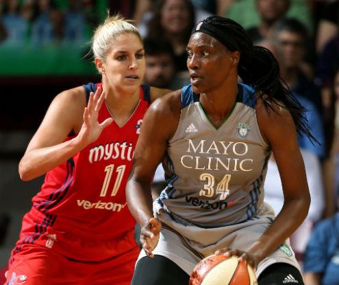 WNBA Playoffs: Sylvia Fowles atacando a Elena Delle Donne.