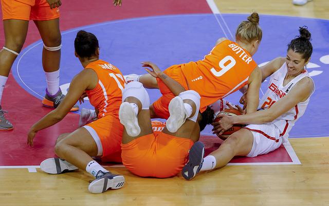 España vence en la segunda jornada de clasificación para el Eurobasket de Serbia y Letonia de 2019