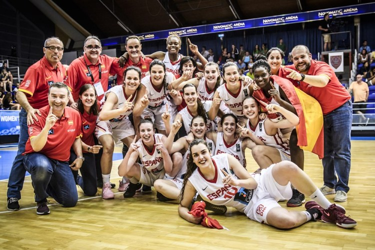 La selección U20 Femenina celebra el oro conseguido en el Europeo de Sopron