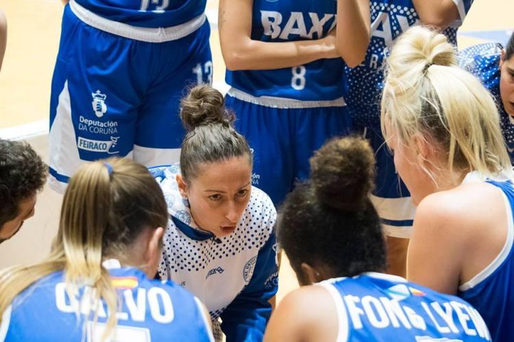 Liga DIA. Jornada 7: Sandra Prieto, entrenadora de Baxi Ferrol, hablando a sus jugadoras