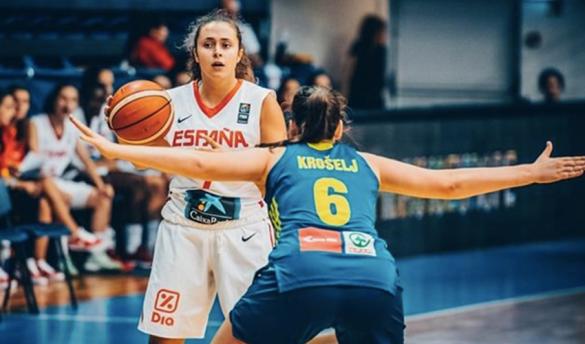 Paloma González vistiendo la camiseta de la selección española