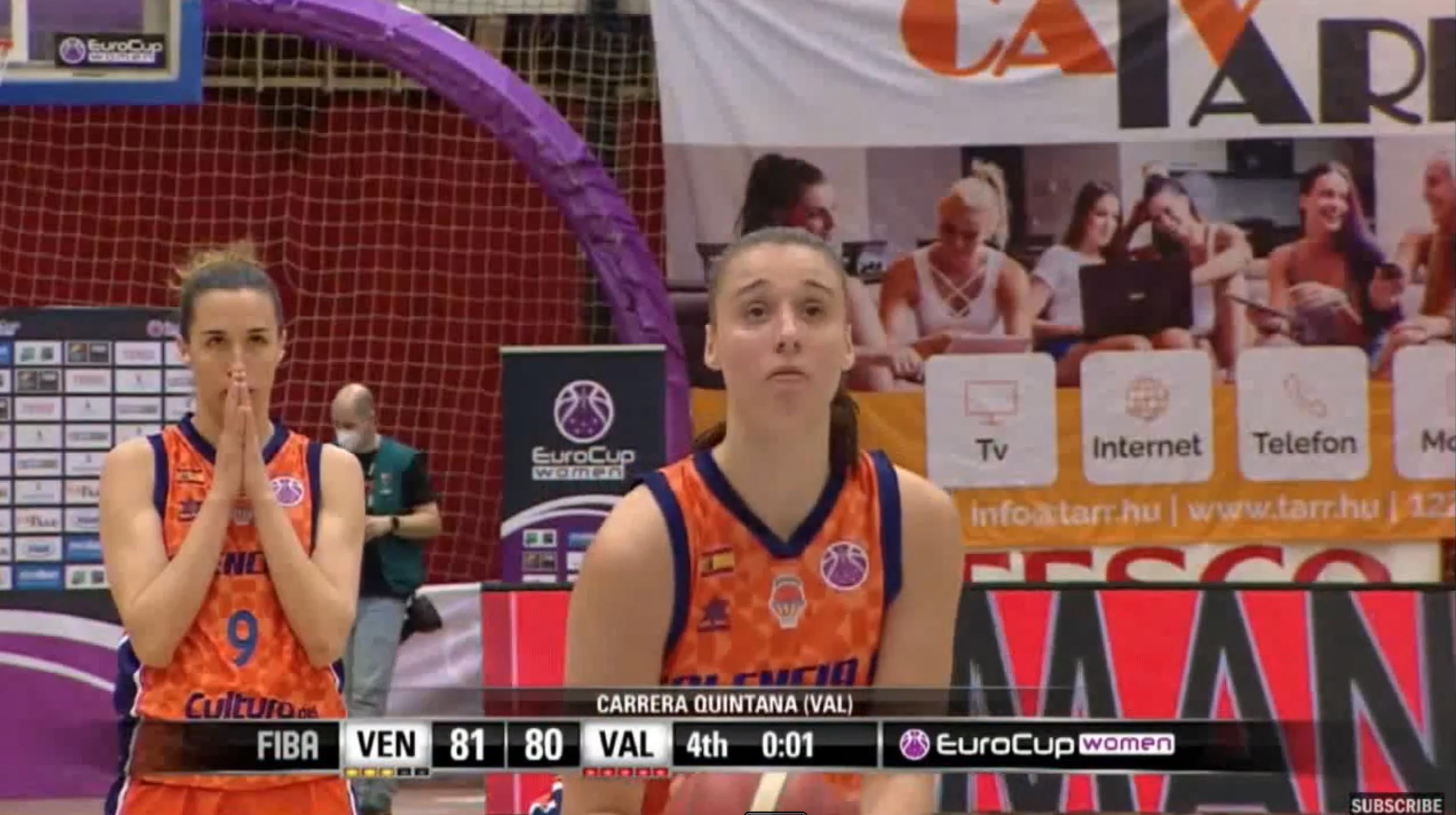 Raquel Carrera anotando los dos tiros libres ante la atenta mirada de Queralt Casas en la final de la Eurocup Women